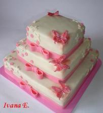 Tak takovýto dortíček bez motýlků a kytiček, v červeno bílé barvě a s červenou 14 na vrchu budeme mít:) Sice pro něj budu muset jet až 30 km, ale za tu cenu to stojí!