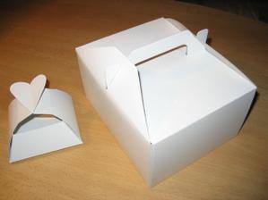 košíčky na koláčky a krabičky na výslužky už se skládají