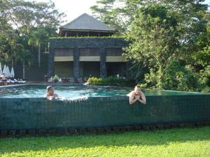 Hotel 2 - infinity pool
