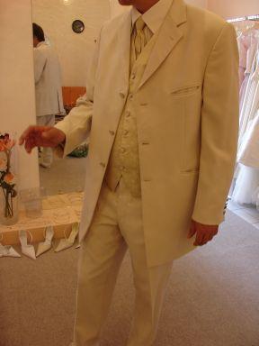 Monika a janko *8.9.2007* - toto je oblek mojho skoromanzelika:)