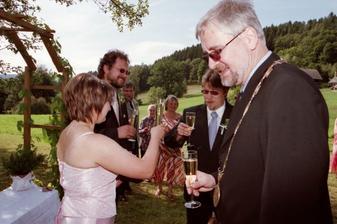 Přípitek během obřadu