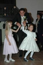 tanec s malími družičkami