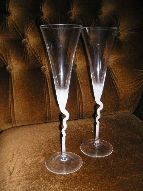 Čo nevidieť... - naše krásne poháre. Možno ich prizdobým ružičkou...