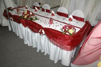 takto bude vyzdobeny hlavny stol