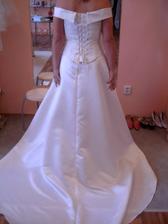 A to jsou další zkoušené šaty, bohužel foto ze předu mi sem nejde vložit :-(