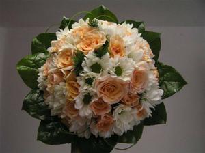 Tato by také přicházela v úvahu ale detaily nechám na květinářství :-)