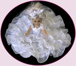 Podobnou panenku budu mít na autě já.......