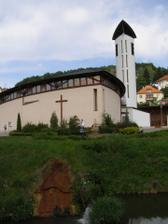 Kostel sv. rodiny, moderní ale krásný