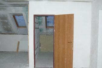 střešní okno nalevo od koupelny bude součástí kuchyně