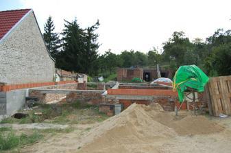 Přípravy na věnec, betonové strapy budou cca do 14 dnů.