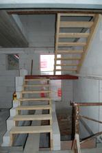 schodiště do podkroví hotové, i když jen provizorně ... i finální verze bude dřevo