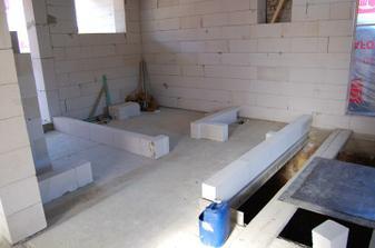 tak a jde se stavět příčky ... tady bude zádveří, koupelna, WC a schodiště