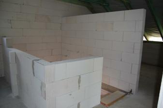 schodiště do podkroví ... nakonec bude nahoře místo zábradlí nízká zeď