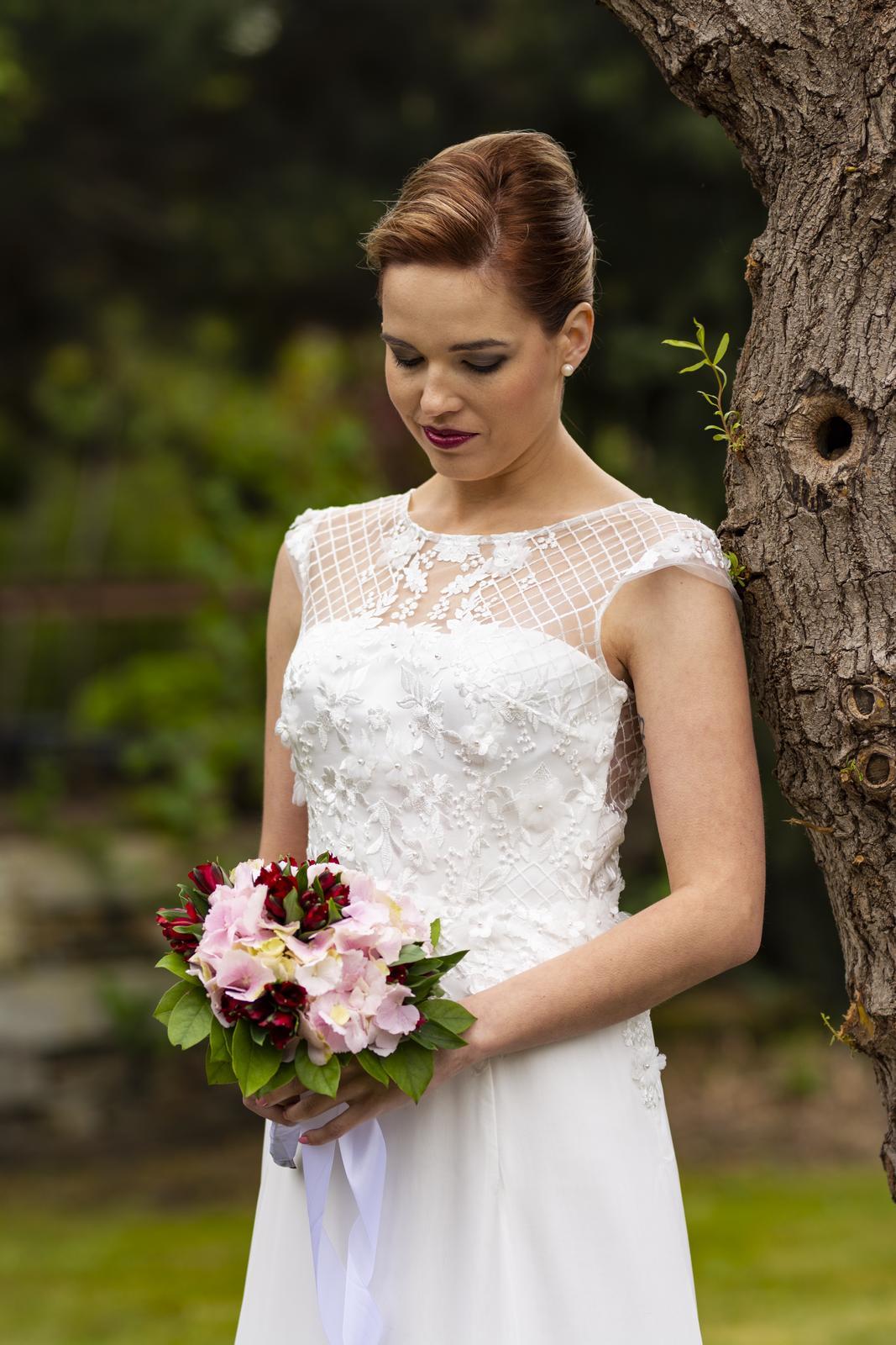 Svatební salon Adeleine - Originál svatební šaty Adeleine - prodej 14500,- Kč. Velikosti pouze 34-38
