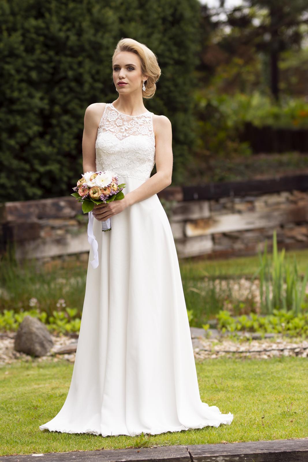 Svatební salon Adeleine - Originál svatební šaty - prodej 14000,- kč. Velikost: 34-36