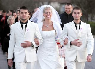 bad00d5db 16. feb 2012 o 13:52 • Svadba bola v novembri 2011 • Odpovedz • Páči sa mi  to •