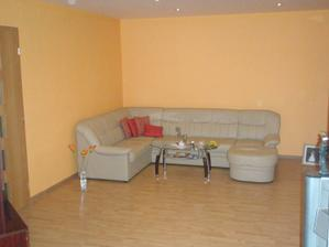 obývačka, ešte nám chýba kozub, nejaký ten nábytok a obraz