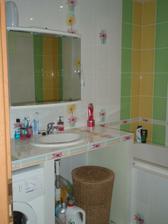 kúpeľňa je komplet, až na dvierka pod umývadlom, ale čoskoro budú aj tie