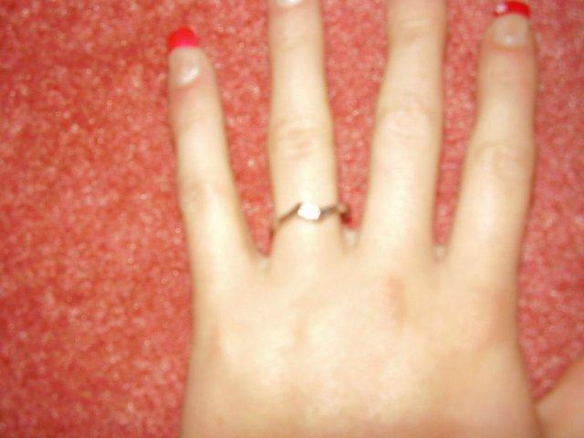 Aďka a Peťko :-) 2. august 2008 :-) - Snubny prstienok,troska rozmazana foto