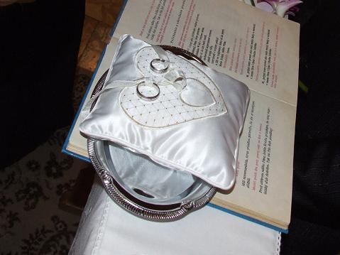 Čo sa nevošlo do svadobného albumu - obrúčky na vankúšiku