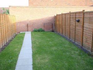 Toto je záhradka vzadu