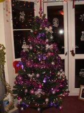 Tu takisto, so zapálenými svetielkami, taký budeme mať aj tento rok :)