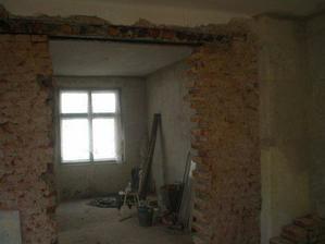 Začátek vybourávání příčky mezi obývákem a kuchyní
