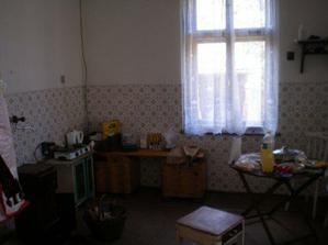 Původní kuchyni při koupi domu.