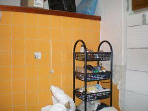 tady bude místo pro vanu a hned vedle vany směrem do chodby bude wc