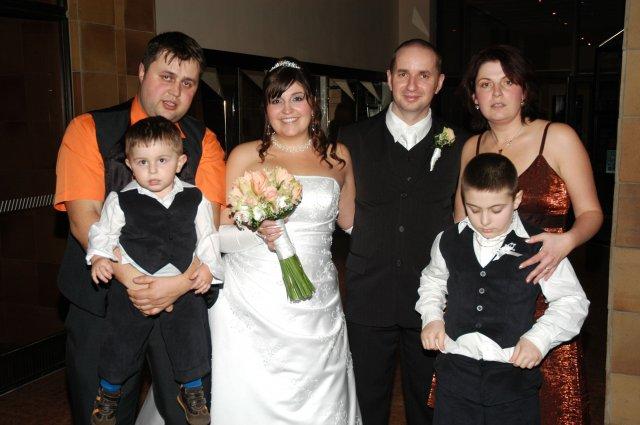 Lenka Vojvodová{{_AND_}}Július Zelina - sestra s rodinkou, aj keď Filipko nám chýba