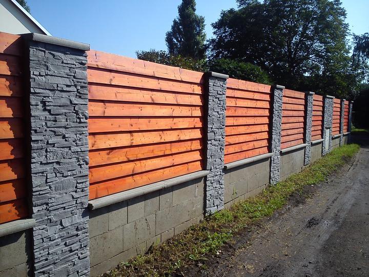 Tak a děláme plot..konečně - tak to obložil můj syn LUKY-pokračování bude příští úterý
