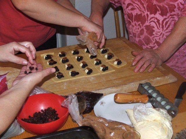 Naše přípravy do vínova - u ženicha se pekly koláče