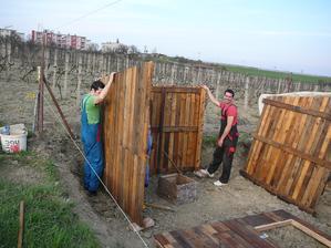 """stavanie """"záhradneho domčeka""""..."""