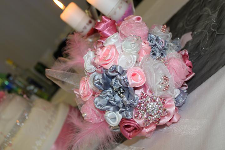 Svadobné dekorácie - Svadobná kytica - Dominika