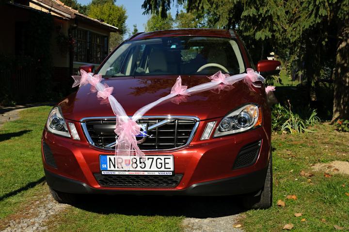Svadobné dekorácie - Svadobné auto pre mladého zaťa Maja