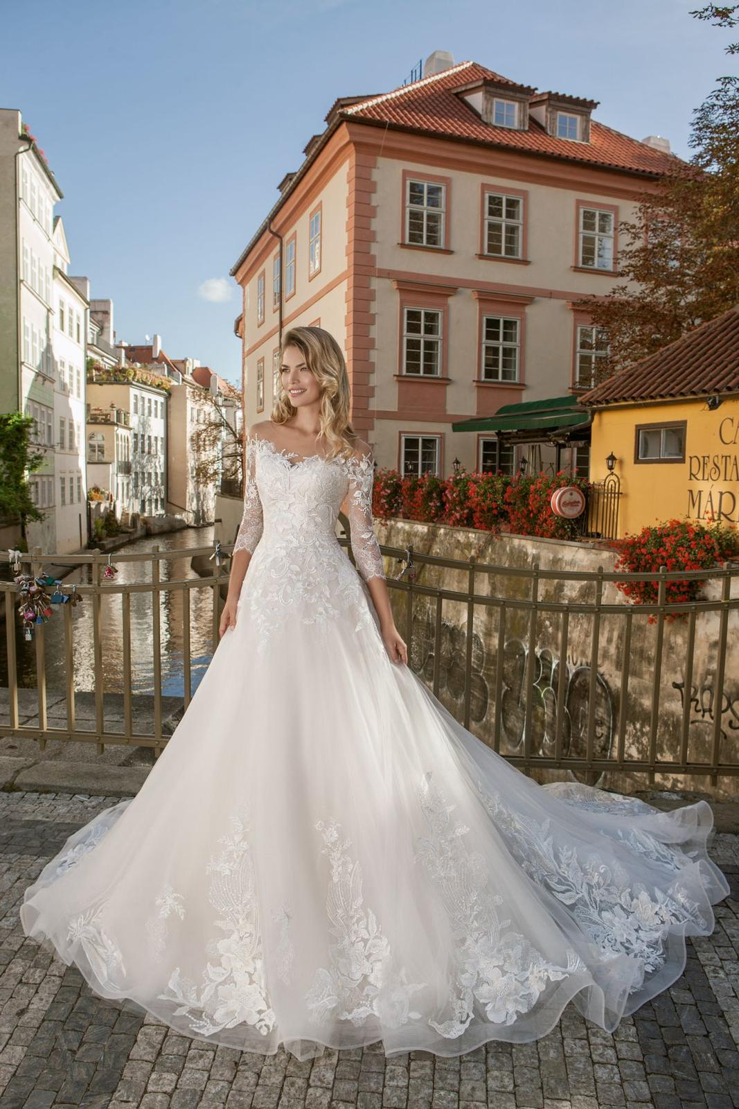 Eva Grandes princeznovské svatební šaty - Lillian celková svatební šaty