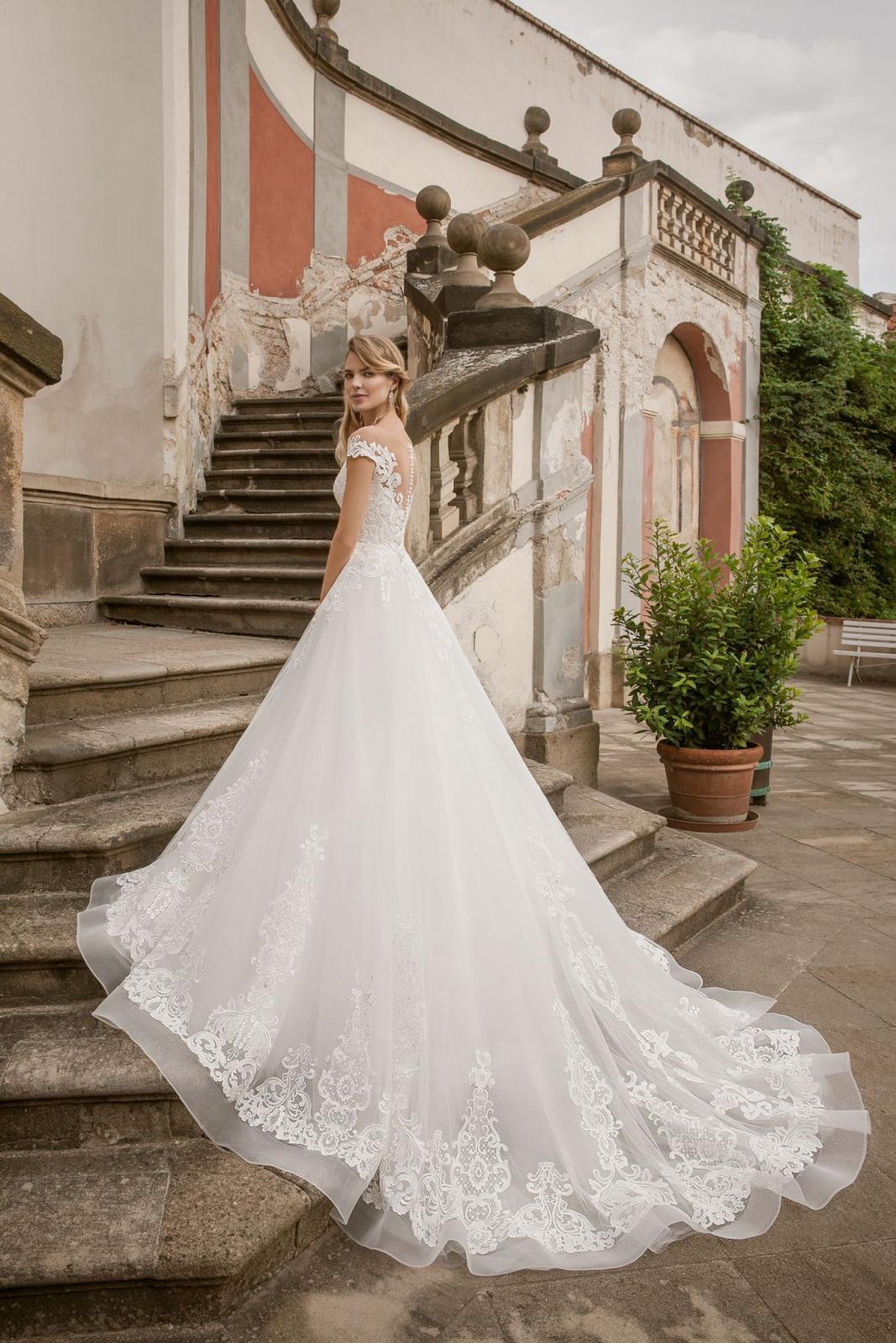 Eva Grandes princeznovské svatební šaty - Marilyn záda svatební šaty
