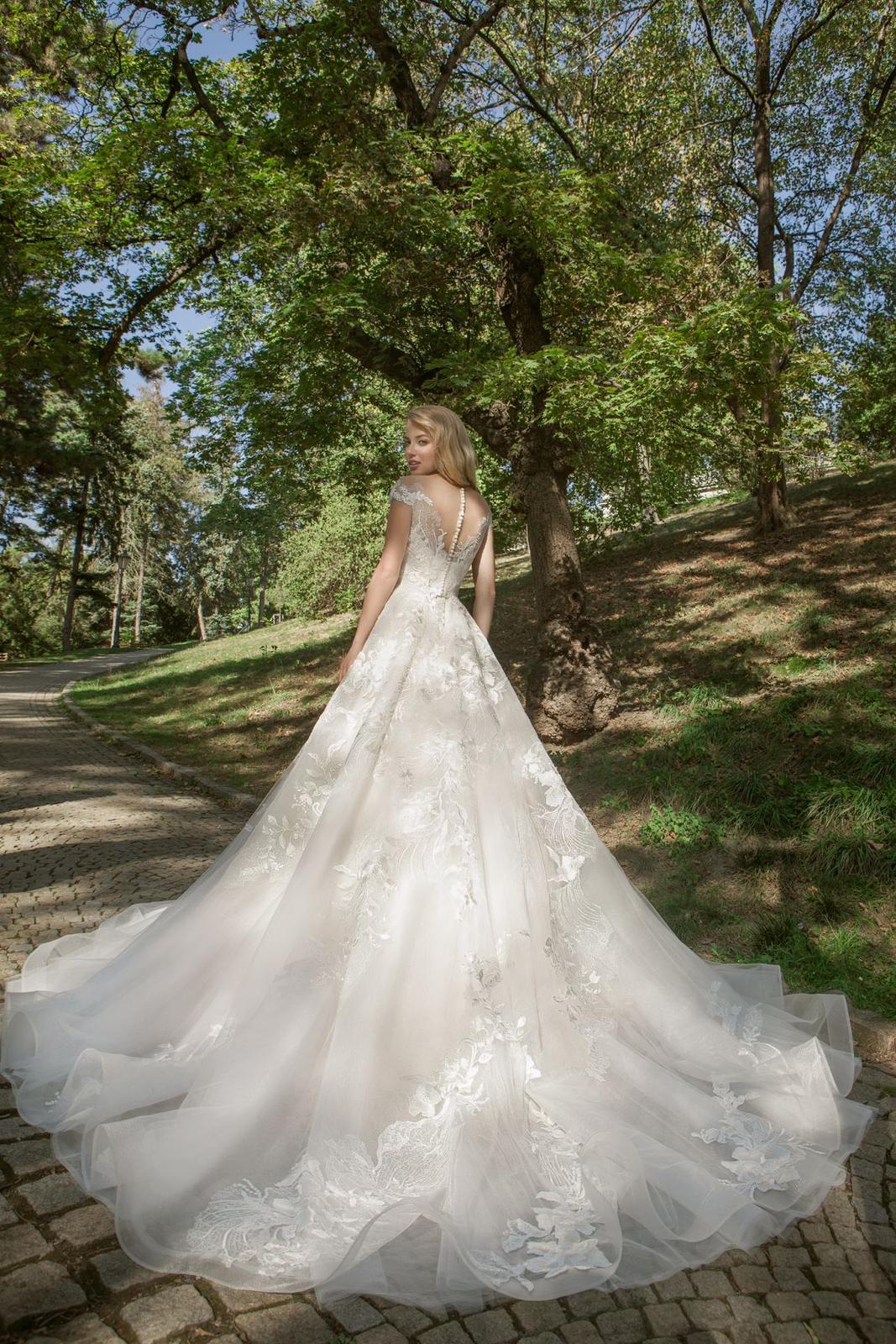 Eva Grandes princeznovské svatební šaty - Samanta zada svatebni šaty