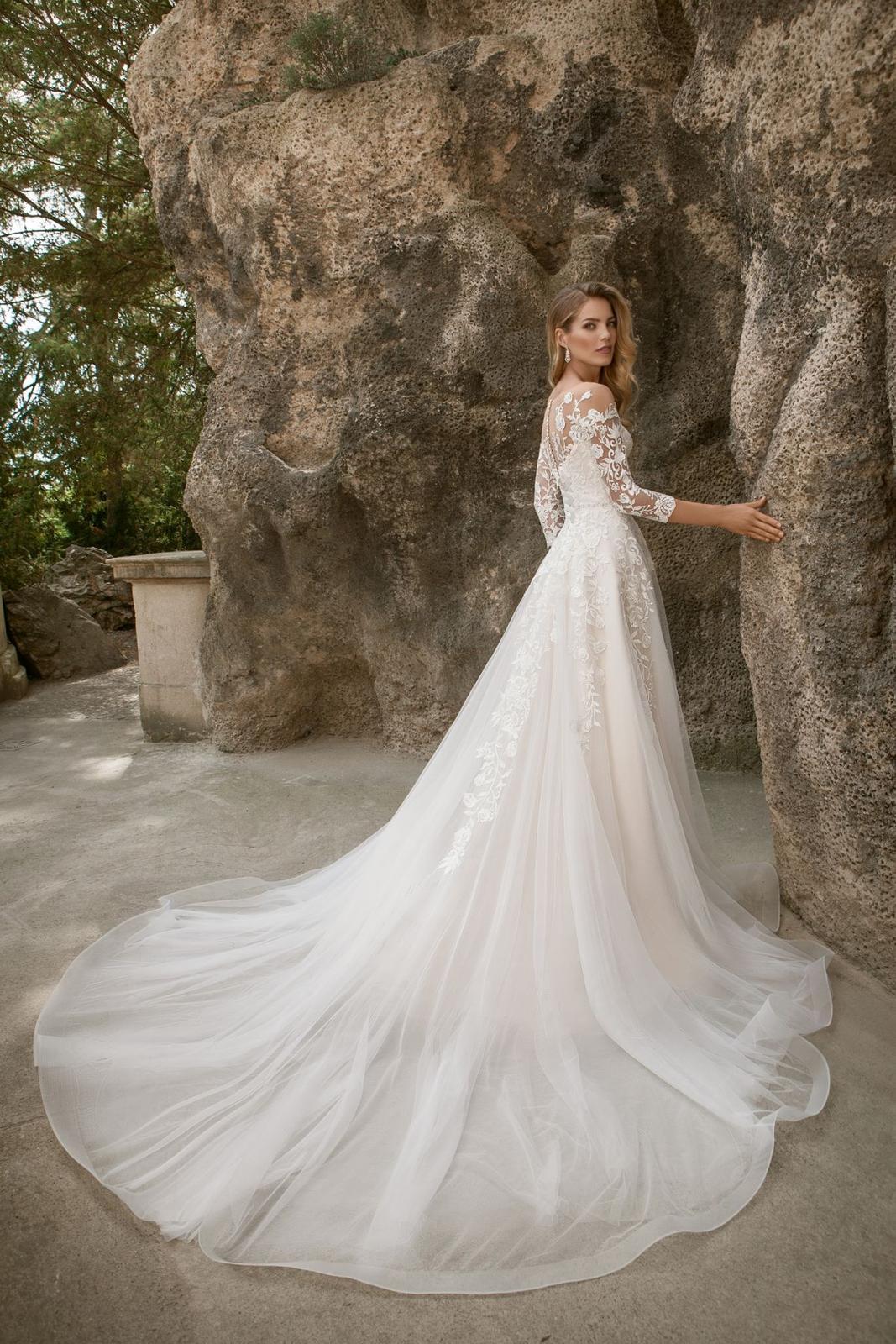Eva Grandes princeznovské svatební šaty - Constance záda svatební šaty v boho stylu