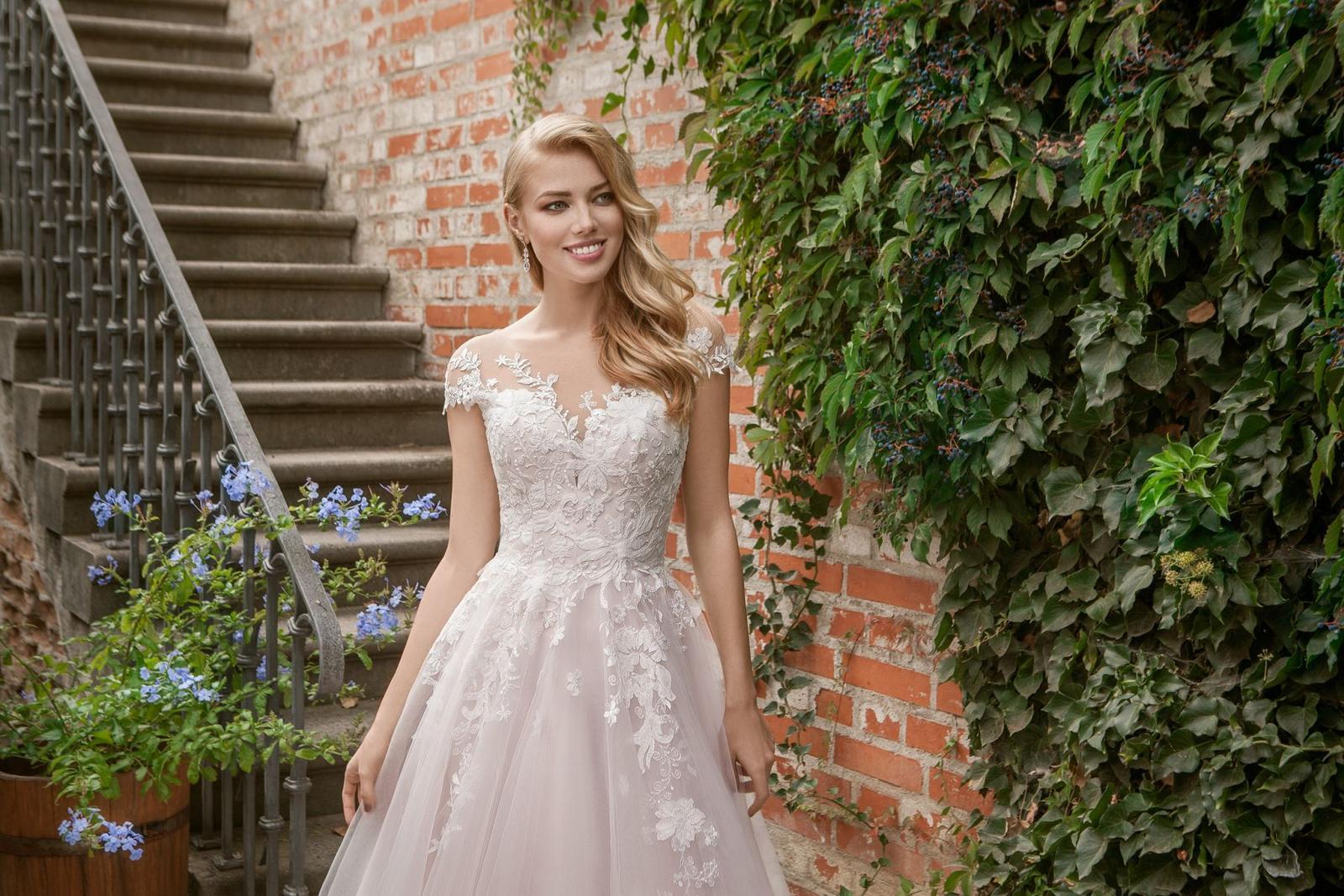 Eva Grandes princeznovské svatební šaty - Candy z blízka svatební šaty