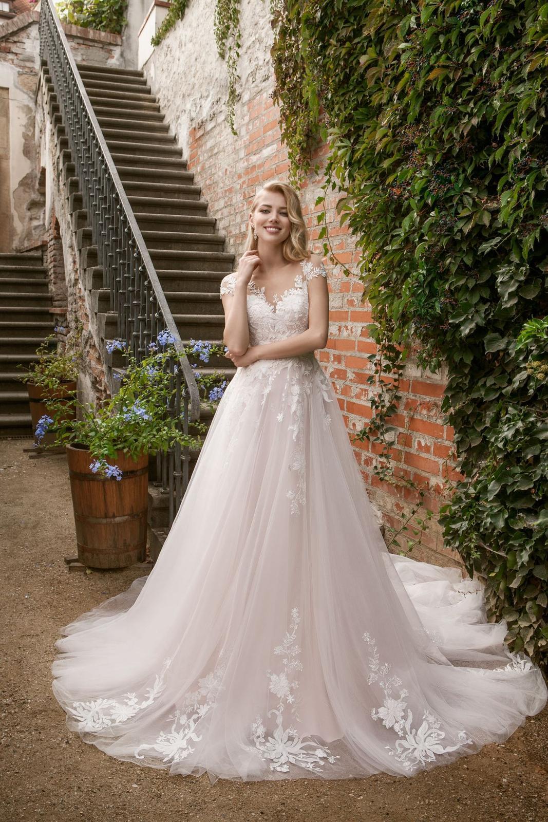 Eva Grandes princeznovské svatební šaty - Candy svatební šaty