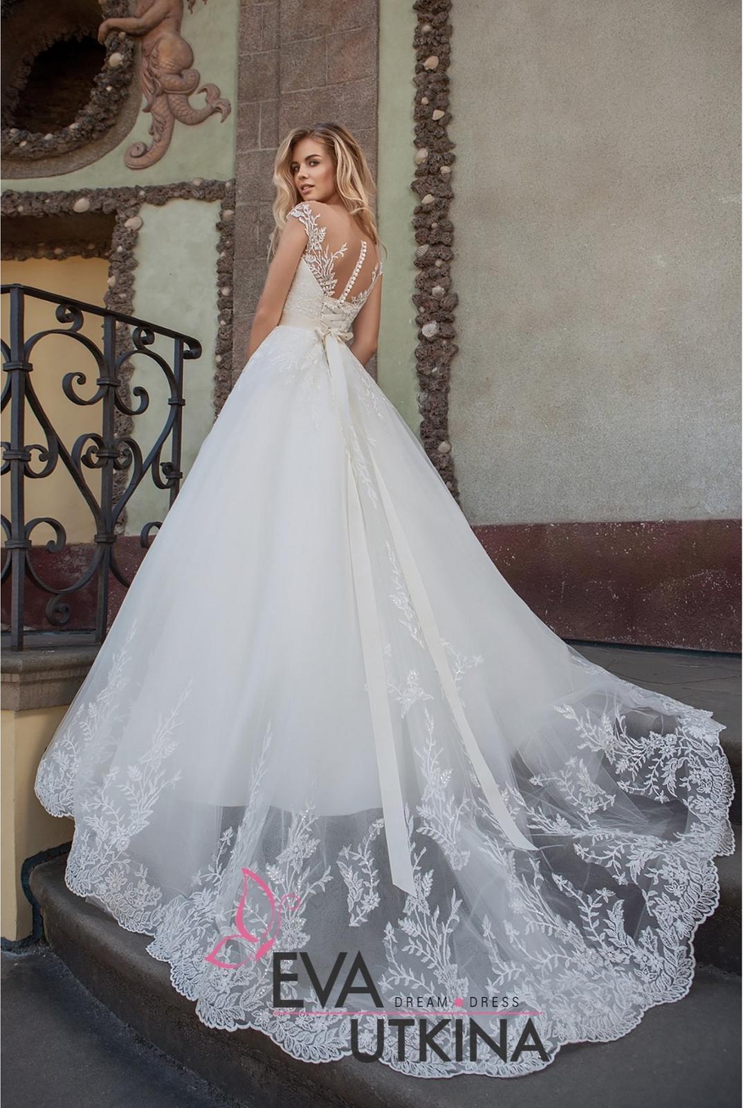 Eva Grandes 2021 svatební šaty na míru - Barbie - záda Eva Grandes