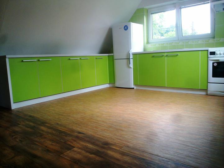 Kuchyňské linky....realizace - Ač se to nezdá,tak řešení takovéhoto prostoru se šikmými podhledy není jednoduchá záležitost.