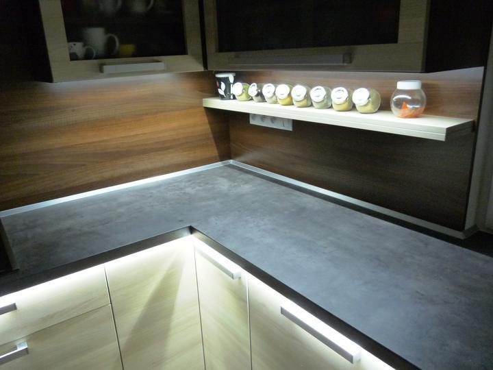 Kuchyňské linky....realizace - Osvícená plocha