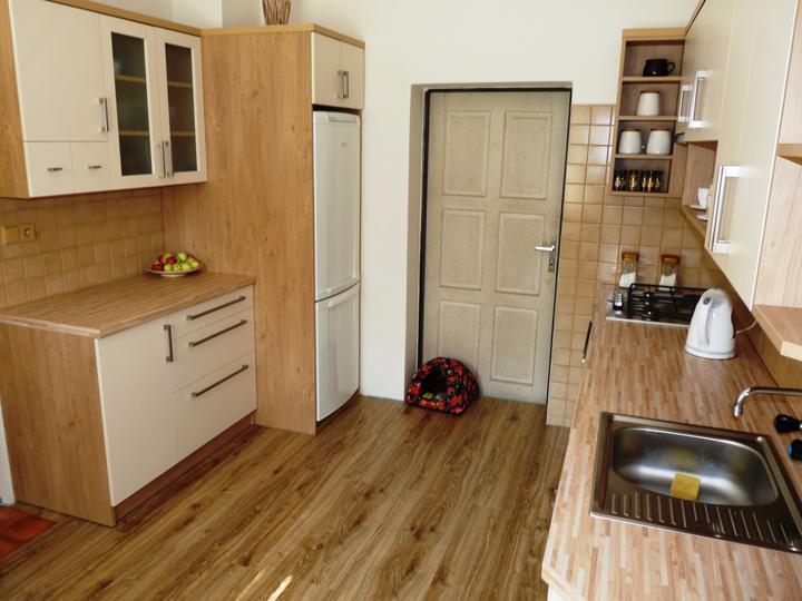 Kuchyňské linky....realizace - Atypické řešení linky do dvou protilehlých částí.
