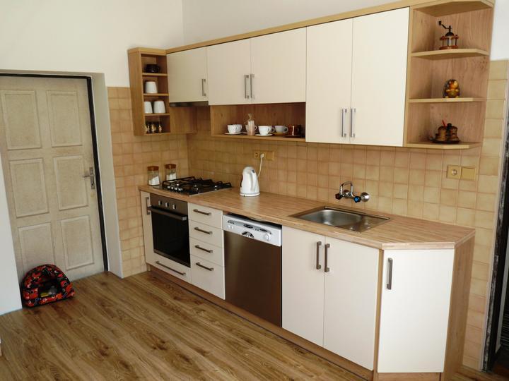 Kuchyňské linky....realizace - Protilehlá část.(myčka je jen dočasně původní).