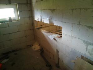 neměli sme kaj davat papiry,tož sme vyrubali ďuru do zdi