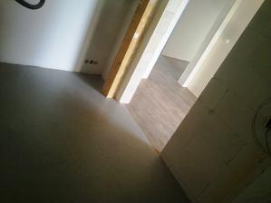 Podlahaři dřistli lino na zem a šli do dupy