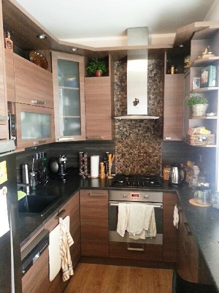 Kuchyňské linky....realizace - Linka do tvaru U v poměrně stísněném prostoru panelákového bytu