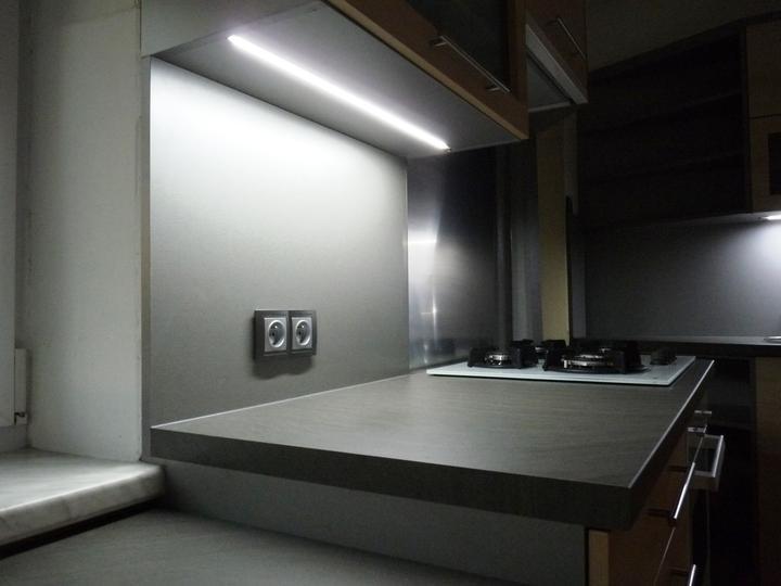 Kuchyňské linky....realizace - Detail osvětleného koutu.